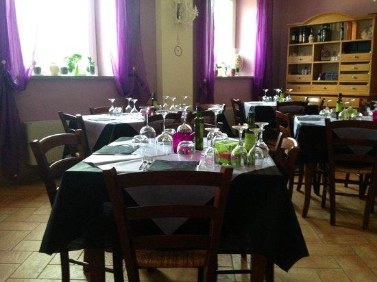 Agriturismo Poggio della Camera:                                     ristorante/tavoli