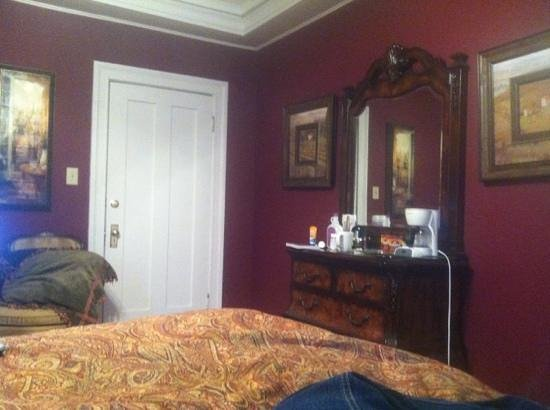 Robinwood Bed and Breakfast: Albert pike room