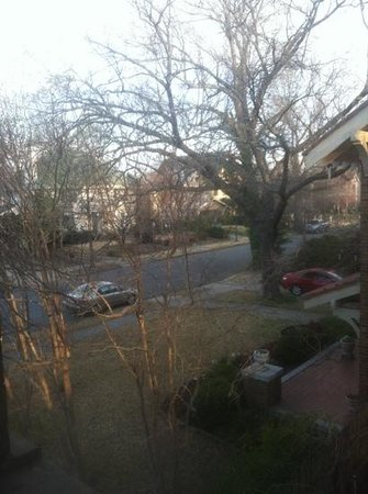 Robinwood Bed and Breakfast: view outside bedroom window 1