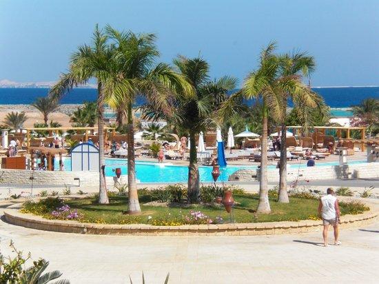 Coral Beach Resort : piscine
