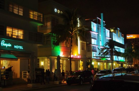 Crescent Resort On South Beach:                   Crescent Resort by night.