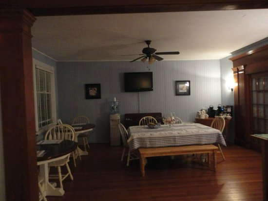 Isabelle's Beach House:                   Dining room- where did the cookies go?