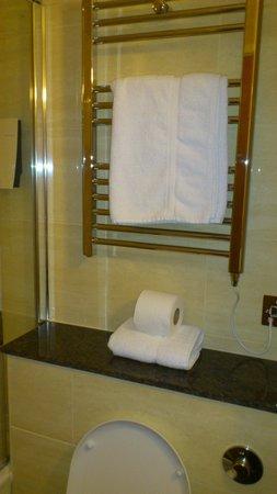 The Collection Hotel Birmingham:                   Clean Bathroom