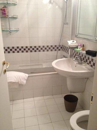 """Bagno in camera """"La Maison del Corso"""""""