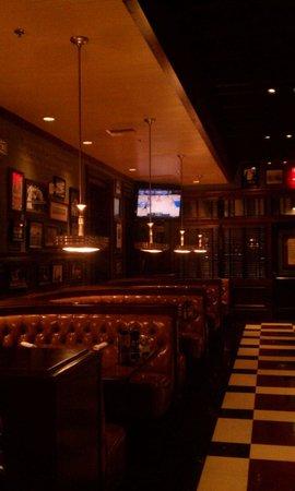 Kings Fish House: Bar Area