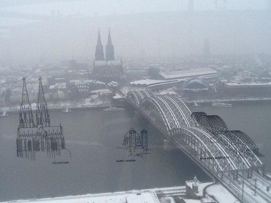 KölnTriangle:                   Con la neve...