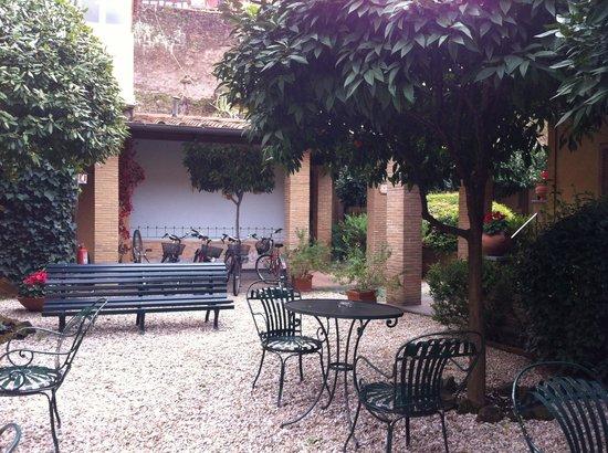 Hotel Santa Maria: cour intérieure