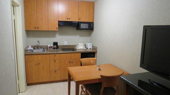 Portofino Inn San Diego Hotel Circle:                   The Kitchenette area (Efficiency room)