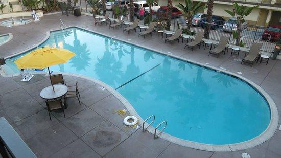 Portofino Inn San Diego Hotel Circle:                   The nice large pool