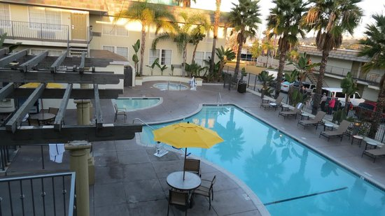 Portofino Inn San Diego Hotel Circle:                   The Hot Tub/Pool area