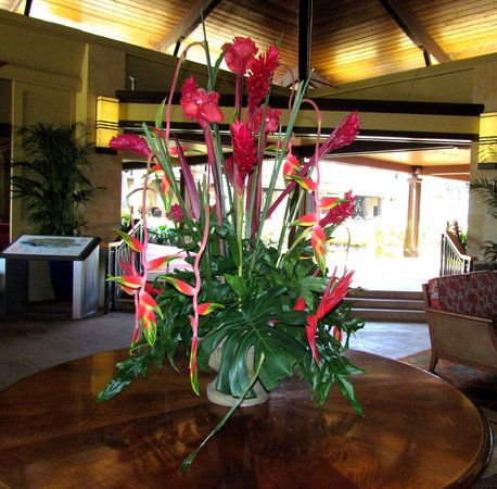 Sheraton Kauai Resort: Lobby Flowers
