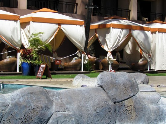 Sheraton Kauai Resort: Cabanas at the pool
