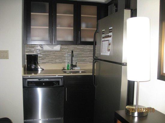 Staybridge Suites Houston IAH - Beltway 8:                   Full kitchen