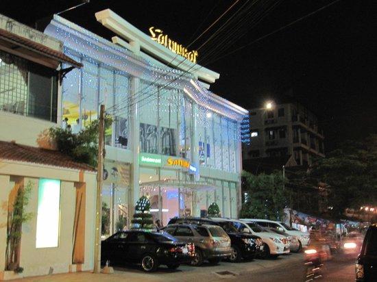 White Mansion: Near by restaurant
