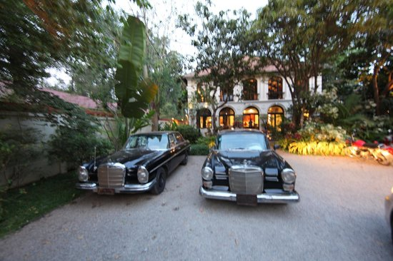 Heritage Suites Hotel: Old Fin tail Mercs that pick you up