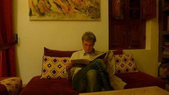 Riad Limouna:                   au calme près du feu de bois après une journée intense