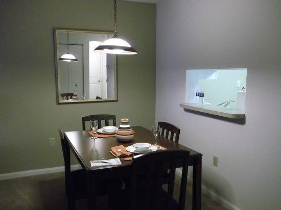 Oakwood Apartments Arlington :                   Dining area