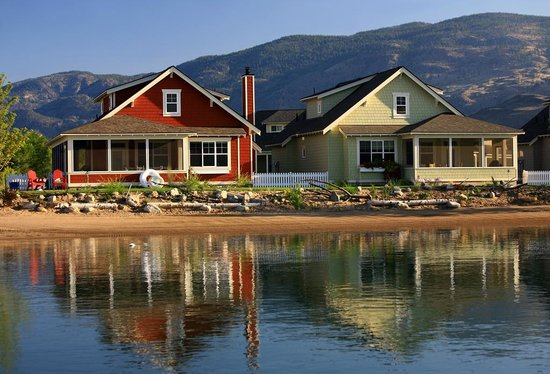 Oroville, WA: Cottages on lake Osoyoos at Veranda Beach