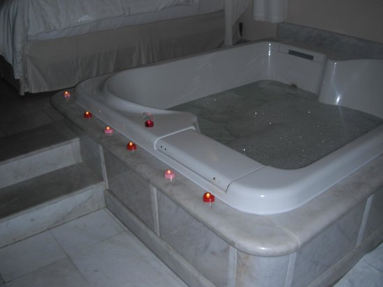 Cozumel Palace:                                     Tub in our room