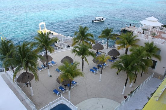 Cozumel Palace:                                     Out Door Dinning Special Night