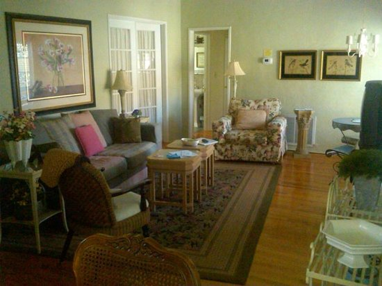 Park Circle Bed and Breakfast:                   roomy living room