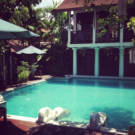 โรงแรม เดอะ ริม เชียงใหม่: The amazing pool area.