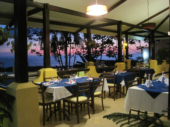 Vista Ballena Hotel:                   the restaurant/dining room during sunset