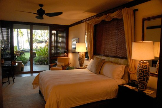 Four Seasons Resort Hualalai:                   Suite Bedroom