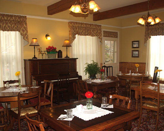 Julian Lodge: Dining Room
