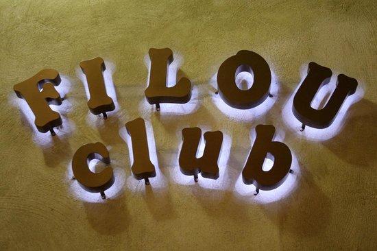 Filou Club: Esterno Insegna