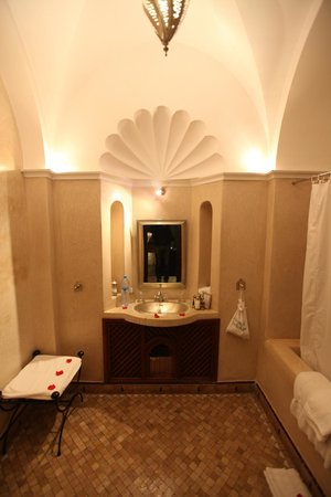 Dar Les Cigognes:                                     Bathroom in Safi suite