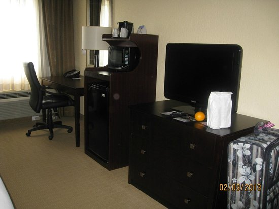 Holiday Inn Express and Suites Fort Lauderdale Executive Airport:                                     Nice desk & TV area.  Free wi-fi