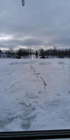 Au Parfum des Saisons :                   Traditionnel pêche sur la glace (pêche blanche) du Québec