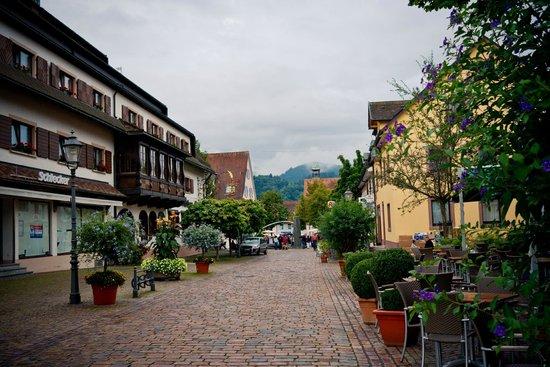 Hotel Fortuna: Main pedestrian walkway