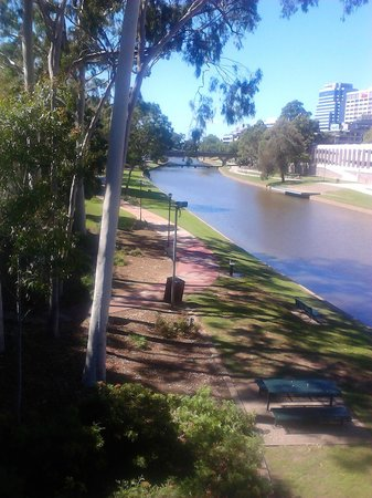 Mercure Sydney Parramatta: Parramatta river in town center .You can walk to the river from the hotel