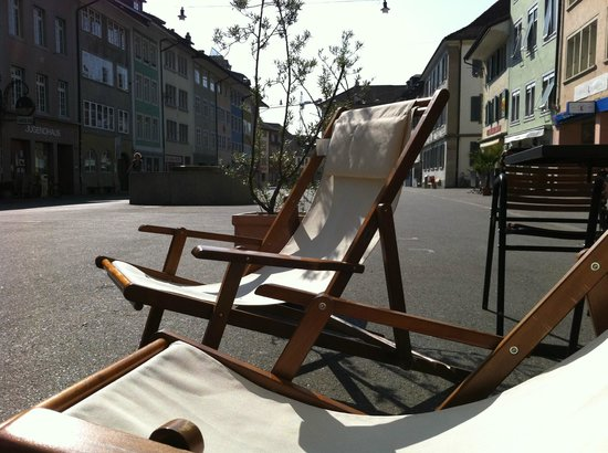 Albani Hotel: DECK CHAIRS IN SUMMER