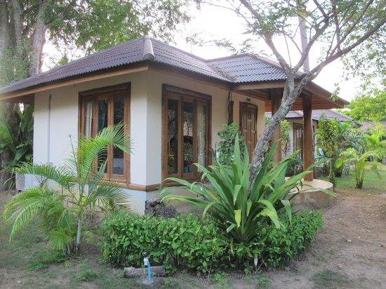 Koh Yao Beach Bungalows: concrete bungalow