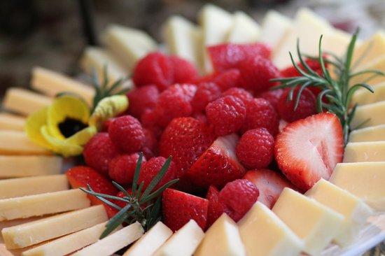 Addison, PA: Yummy fruit plate