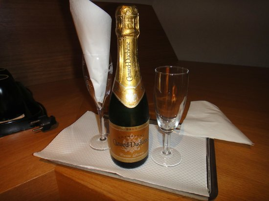 Hotel Marceau Champs Elysees: Um presente para os hóspedes... um mimo...
