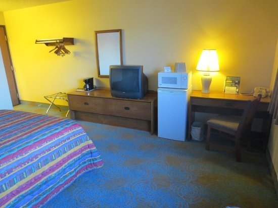 Super 8 Hartford: Guest Room -2