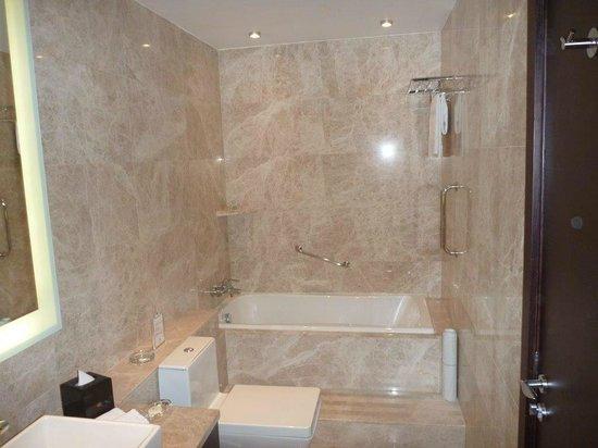 Grand Emperor Hotel:                   bath