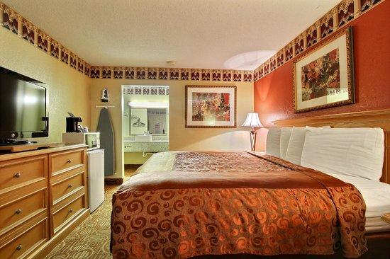 Carolina Lodge at Barnwell: King Size Bed