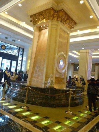 Grand Emperor Hotel:                   in side