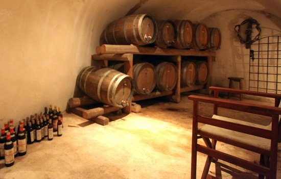 Pelican Kipos : We were lucky and Maria even showed an old wine cellar