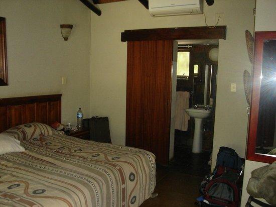 Orpen Rest Camp :                   Bedroom/bathroom entrance