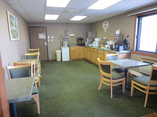 Super 8 Hartford WI: Updated Breakfast Room