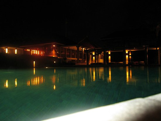 Bali Niksoma Boutique Beach Resort:                   beautiful lighting at night