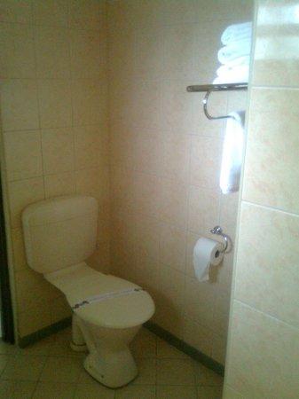 Fiji Gateway Hotel:                   Bathroom