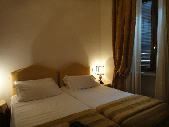 Hotel Columbia: Quarto aconchegante e grande. Perfeito.
