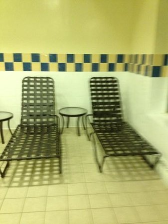 Hilton Garden Inn Richmond Innsbrook:                   pool chairs